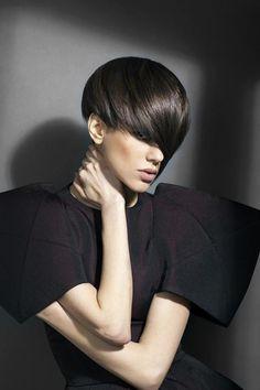 How-To: Sanrizz Geometric Pixie - Hair Cutting - Modern Salon Uk Hairstyles, Short Bob Hairstyles, Pretty Hairstyles, Brown Hairstyles, Style Hairstyle, Short Blonde, Girl Short Hair, Champagne Blonde, Corte Bob
