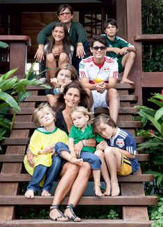 the house of Happiness is the house an american couple of designers ( and their 7 kids) has built in Transcoso in Brazil... no more concret...