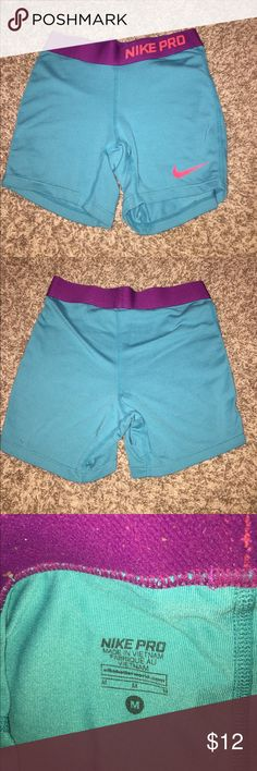 SUPER CUTE NIKE PROS I LOVE NIKE PROS BUT THE DONT FIT ANYMORE!!!!! Feel free to leave an offer,,, kids medium will fit an woman's xs Nike Shorts