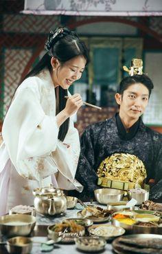 they present food to me at drama also Iu Moon Lovers, Moon Lovers Drama, Lee Jun Ki, Lee Joongi, Korean Drama Movies, Korean Actors, Korean Dramas, Iu Hair, Kdrama