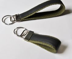 Minimalist key chain with coated denim and military green details. A tomboy must.