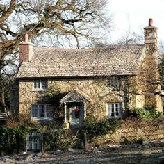 Holiday cottage from the movie. In the Cotswolds. Stone Cottages, Cabins And Cottages, Stone Houses, Cute Cottage, Cottage Style, English Country Cottages, English Cottage Exterior, Country Houses, Cottage Homes
