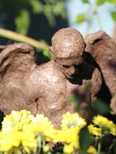 Today in my garden, super weather, super light, this is my floral angel, terracotta (Elvira Günther from Stuttgart). Habe mich heute in meinem Garten etwas ausgetobt. Hier ein Foto von meiner Blumen-Engel-Skulptur, terracotta glasiert (Elvira Günther aus Stuttgart :))