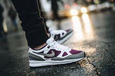 Faut-il acheter la Nike Air Span 2 'White/Dust/Bordeaux/Black' (prix : 100€), chaussure rétro style début des années 90 ? Notre verdict sur la basket qui ressemble la Air Stab en cuir blanc et gris ainsi qu'en mesh violet. Collection printemps 2018.