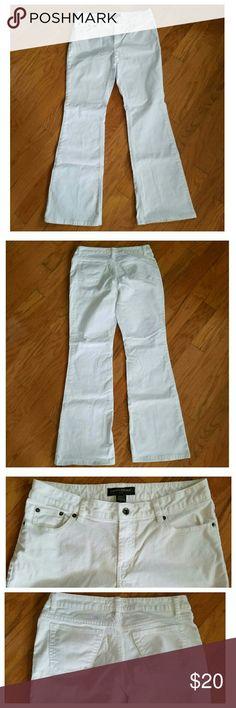 Banana Republic White Jeans Banana Republic White Jeans. Size 6, very little wear on bottom leg hem. Banana Republic Jeans