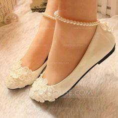 Women's Closed Toe Pumps Low Heel Leatherette Imitation Pearl Flower Lace-up Chain Wedding Shoes