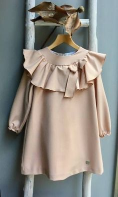 Sewing Blouse Kids 41 New Ideas Baby Dress Design, Baby Girl Dress Patterns, Little Dresses, Little Girl Dresses, Vintage Girls Dresses, Little Girl Fashion, Kids Fashion, Dress Anak, Moda Kids