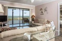 Terra Mar 502 Fort Myers Beach (Florida) Set in Fort Myers Beach, this air-conditioned apartment features a barbecue. The property boasts views of the sea is 25 km from Fort Myers. Free private parking is available on site.
