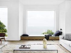 Hermosos rincones bajo la ventana de estilo contemporáneo, perfectos para descansar, disfrutar un buen libro, o simplemente relajarse disfrutando la vista.