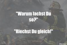 """""""Warum lachst Du so?"""" """"Riechst Du gleich!"""" ... gefunden auf https://www.istdaslustig.de/spruch/1103 #lustig #sprüche #fun #spass"""