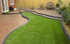 Laying Artificial Grass Lawn laying artificial grass diy installation top tips Source: website lay artificial turf fake grass garden S. Laying Artificial Grass, Jardin Vertical Artificial, Artificial Plant Wall, Fake Grass, Artificial Turf, Fake Lawn, Green Grass, Artificial Flowers, Pasto Natural