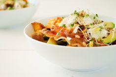 Salad with sweet potato, peas, avocado, goat cheese - recipe on the blog