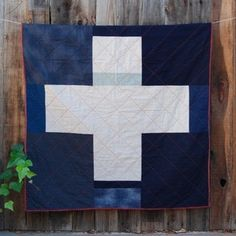 single cross crib quilt by Elizabeth McMurtry