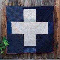 single cross crib quilt by Elizabeth McMurtry