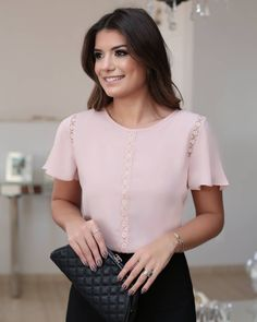1005 Likes 14 CommentsLike the style of this blouse but the color is too light for my fair skin tone Womens Fashion For Work, Work Fashion, Blouse Styles, Blouse Designs, Mode Simple, Moda Chic, Casual Outfits, Fashion Outfits, Blouse And Skirt