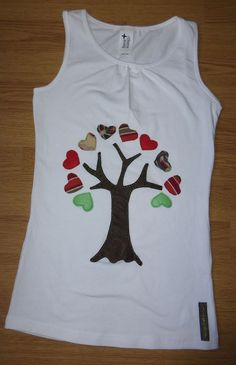 Camiseta personalizada a mano con telas y fieltro. Árbol, Arbre, Tree, Arbre. Freehand Machine Embroidery, Hand Embroidery Videos, Sewing Clothes, Diy Clothes, T Shirt Painting, African Shirts, Sewing Appliques, T Shirt Diy, Toddler Dress