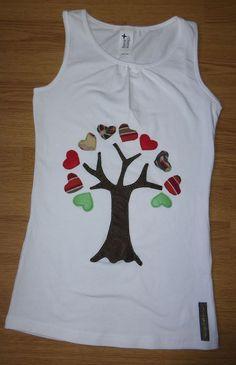Camiseta personalizada a mano con telas y fieltro. Árbol, Arbre, Tree, Arbre.