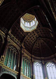 Chateau de Fontainebleau - what I have in mind for the Winter Palace Eleanor would go to with her family as a child Beautiful Architecture, Beautiful Buildings, Art And Architecture, Classical Architecture, Slytherin House, Hogwarts Houses, Slytherin Aesthetic, French Chateau, Chapelle