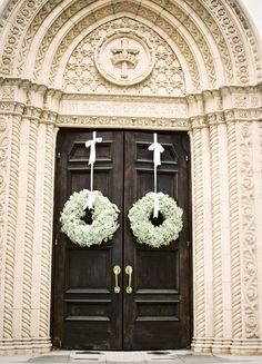 Church doors for wedding: Extra-large monochromatic floral wreathes