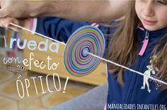 ¡Aprende a hacer un juguete óptico de una forma muy sencilla! En el tutorial de hoy os enseñaremos a hacer un increíble juguete de papel, se trata de una rueda pintada con rotuladores de colores que cuando gira hace unos...