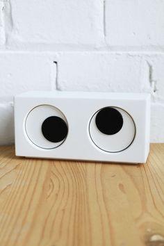 Eye Clock by Mike Mak via lazyoaf.co.uk: 03:50!  #Clock #Eye_Clock #Mike_Mak #lazyoaf