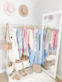 Have a tiny room with no closet? Traditional closets are outdated anyway. Create a charming, chic makeshift closet wall instead! Makeshift Closet, Pipe Furniture, Industrial Furniture, Vintage Industrial, Industrial Style, Industrial Lamps, Furniture Vintage, Furniture Design, Beauty Room
