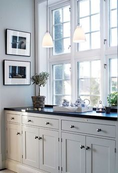 White Kitchen Cabinets Ideas and Inspiration Photos white kitchen cabinet ha. White Kitchen Cabinets Ideas and Inspiration Photos white kitchen cabinet hardware, white kitchen cabinet colors, white kitchen cabinet pulls Interior Design Kitchen, Interior Design Living Room, New Kitchen, Kitchen Decor, Swedish Kitchen, Country Look, White Kitchen Cabinets, Beautiful Kitchens, Kitchen Flooring