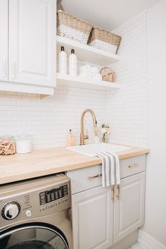 82 Remarkable Laundry Room Layout Ideas for The Perfect Home Drop Zones Waschküche Arbeitsplatte Ideen Related posts: No related posts. Laundry Room Layouts, Small Laundry Rooms, Laundry Room Organization, Laundry Room Design, Laundry In Bathroom, Laundry Decor, Shelving In Laundry Room, Laundry Room Bathroom, Bath Room
