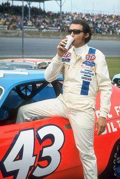 King Richard - my dad was a big Richard Petty fan. Nascar Race Cars, Nascar Sprint Cup, Richard Petty, King Richard, Kyle Petty, Drag Racing, Auto Racing, Daytona 500, Cars