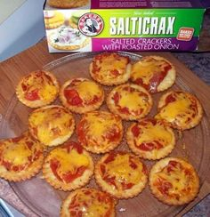 Dit gaan so vinnig - 5 minute) dat ek dit letterlik maak terwyl ek wag vir die koffiewater om. Savory Snacks, Quick Snacks, Savoury Dishes, Savoury Tarts, Braai Recipes, Snack Recipes, Cooking Recipes, Pizza Recipes, Easy Recipes