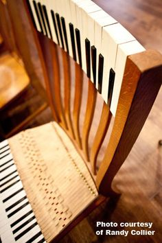 Here's a perfect chair for the piano teacher! (music)