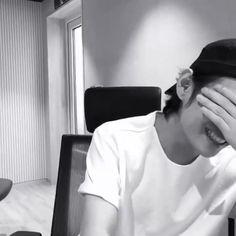 K Pop, Bts Black And White, Black And White Aesthetic, Kim Taehyung, Bts Jungkook, Foto Bts, Bts Photo, V Smile, Kpop Gifs