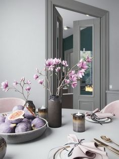 Pink, gray and green tones are the winning formula for the rich and stylish design of this three-dimensional living space. Gray Interior, Best Interior, Home Deco Furniture, Kitchen Decor, Kitchen Design, Country Modern Home, Glam House, Interior Design Boards, Kitchen Cabinet Remodel