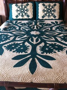"Vintage Queen Size ""Royal Crown Flower"" Hawaiian Quilt"