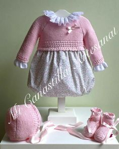 Baby Outfits, Kids Outfits, Smocked Baby Dresses, Baby Girl Dresses, Baby Pullover, Baby Cardigan, Knitting For Kids, Baby Knitting Patterns, Brei Baby