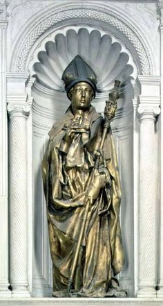 St Louis of Toulouse. Donatello. 1421-1425. Gilded bronze. Height 226 cm. Museo dell'Opera di Santa Croce. Florence.