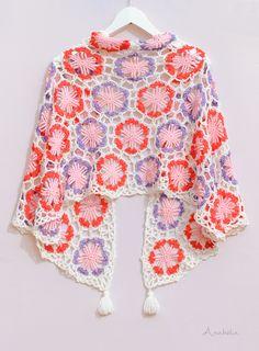 Hexagonal motif crochet shawl - pattern by Anabelia Craft Design #anabeliacraftdesign #crochetscarf #japaneseinspiredscarf #hexagonalmotif #haken