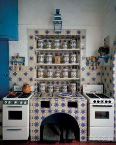 Best Modern Bohemian Style Kitchen Design Ideas - Page 5 of 39 Kitchen Tiles, Kitchen Design, Kitchen Decor, Mexican Kitchens, Bohemian Kitchen, Vintage Appliances, Dark Interiors, Home And Deco, Kitchen Styling