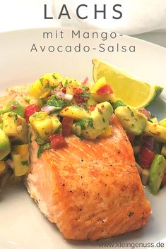 This is a recipe for salmon with mango avocado salsa from kleingenuss. The K. - This is a recipe for salmon with mango avocado salsa by kleingenuss.de, The delicious dish is easy - Mango Avocado Salsa, Avocado Toast, Avocado Dessert, Salmon Dinner, Evening Meals, Tasty Dishes, Food Inspiration, Clean Eating, Food Porn
