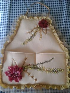 Sewing Aprons, Ribbon Work, Hand Embroidery Patterns, Gift Wrapping, Tableware, Crafts, Youtube, Tape Art, Satin Flowers