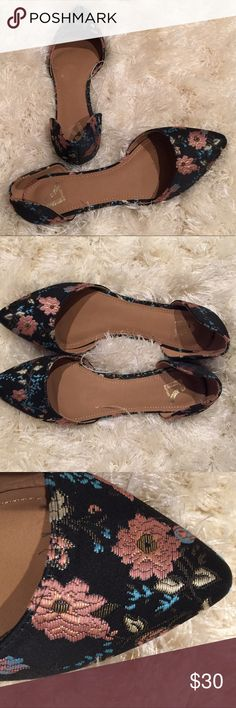 NWOT Report Floral Print Flats Report Floral Prints Black Flats.  Multicolored floral print on black Flats.  Size: 9.  Brand New! Report Shoes Flats & Loafers
