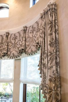 Love This Valance With The Contrasting Black And White