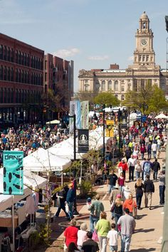 It might be hard to believe, but this is the crowd in DSM every weekend for the summer farmer's market.  It's big, there's so much to see, eat and do and it takes up about ten city blocks. #desmoines #dsm #iowa #farm #farmer #farmersmarket #farmers_market