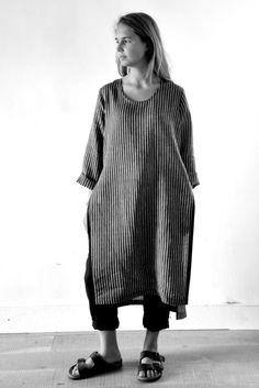 robe ouverte en lin rayures sombres - LE VESTIAIRE DE JEANNE (NEW), pantalon droit en lainage noir - LE VESTIAIRE DE JEANNE (NEW)