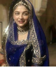 Ideas for indian bridal wear royals jewellery Indian Wedding Gowns, Indian Bridal Fashion, Indian Bridal Wear, Indian Dresses, Indian Wear, Indian Outfits, Rajasthani Dress, Rajasthani Bride, Rajputi Dress