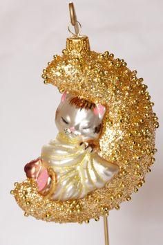 KOTEK NA KSIĘŻYCU-  BOMBKI szkło BOMBKA bombeczka choinkowa  KOTEK NA KSIĘŻYCU-    wymiary bombki: wysokość - 11 cm szerokość - 8,5 cm cena dotyczy 1 szt - 32 Cat Christmas Ornaments, Christmas Cats, Cat Decor, Cat Tree, Holiday Decor, Glass, Drinkware, Scratching Post, Corning Glass