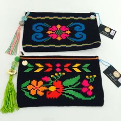 Wayuu Clutch Models 42 – Her Telden News Free Crochet Bag, Crochet Purses, Knit Crochet, Crotchet Bags, Knitted Bags, Mochila Crochet, Tapestry Crochet Patterns, Ethnic Bag, Tapestry Bag