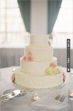 white wedding cake | CHECK OUT MORE IDEAS AT WEDDINGPINS.NET | #weddingcakes