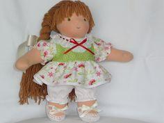 Handgemachte Stoffpuppe nach Art der Wahldorfpuppen, Größe 30 cm, mit 100% Merino-Schurwolle (extrafein).  Meine Puppen sind aus hochwertigem Bau...