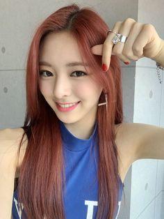 𝐚𝐥𝐥 𝐢𝐧 𝐮𝐬 / itzy Kpop Girl Groups, Korean Girl Groups, Kpop Girls, Fandom, Pretty Asian, New Girl, South Korean Girls, Girl Photos, My Idol